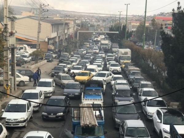 لماذا أقدمت إيران على رفع أسعار الوقود في هذا التوقيت الحرج؟