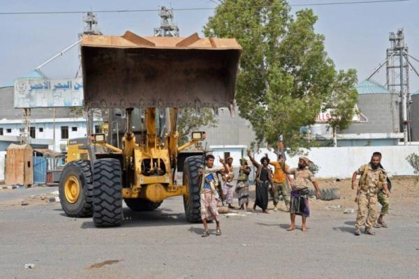 صحيفة أمريكية: انتصارات القوات اليمنية بالساحل الغربي دق أسافين الخطر لدى الحوثيين وجعلهم يخشون خسارة مسقط رأسهم في صعدة