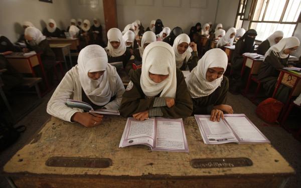 وثيقة- مليشيا الحوثي تفرض على طلاب المدارس رسوماً بـ&#34الدولار والريال&#34 وتهدد بعدم اعتماد بيانات الممتنعين