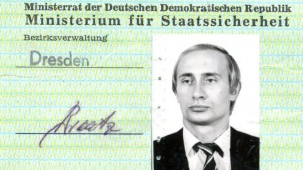 العثور على بطاقة هوية بوتين عندما كان جاسوسا سوفيتيا بألمانيا