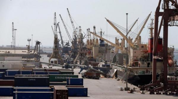 الحوثيون ينهبون معدات ووثائق في ميناء الحديدة ويصادرون بضائع تجار ومستثمرين