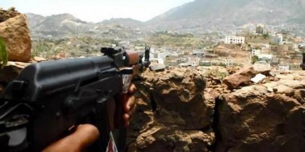 استشهاد طفلة وإصابة شقيقها برصاص قناص حوثي في منطقة الصرمين بتعز