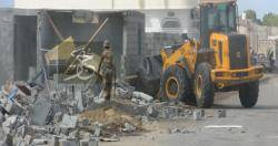 عدن : السلطة المحلية توجه بالتصدي للبناء العشوائي وتنظيم الاسواق