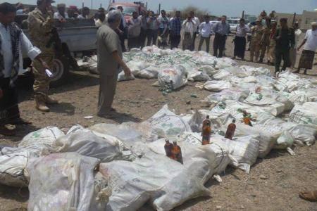 إتلاف (9) آلاف قارورة خمر و (18) ألف علبة كحول بميناء المخا اليوم الأربعاء