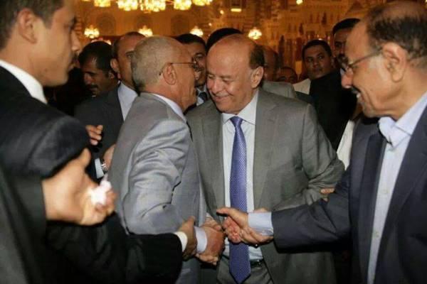 تدوين| الهدف من لقاء قيادات المؤتمر في جامع الصالح.. وملابسات حضور اللواء محسن
