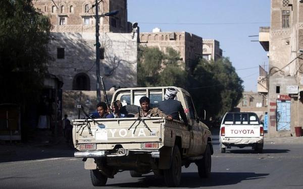 مليشيا الحوثي تستدعي العسكريين المرصودين عبر عقال الحارات بصنعاء