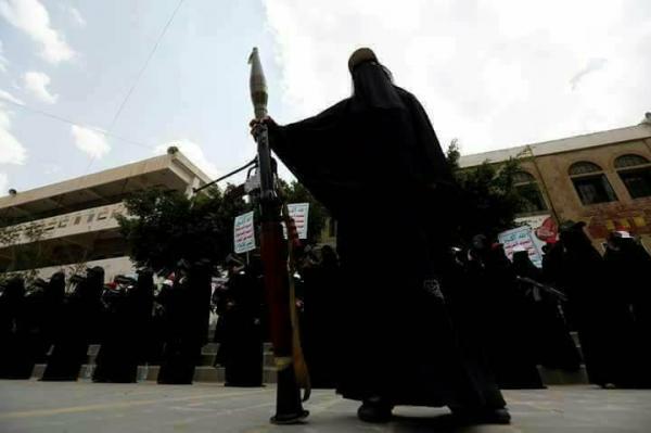 مليشيا الحوثي تواصل تجنيد النساء