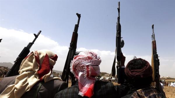 مليشيا الحوثي ترسل وسائل نقل لإجبار الموظفين التوجه للحديدة