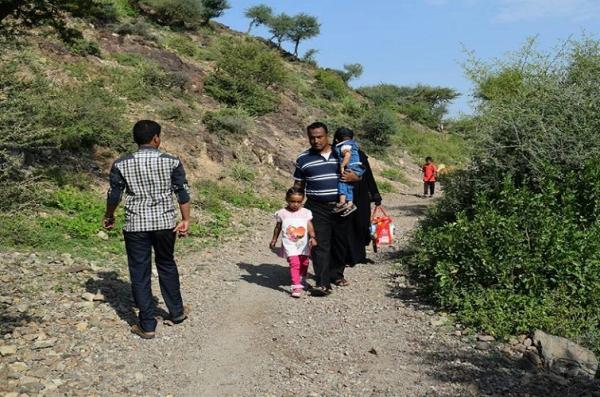 مركز حقوقي: هجّر الحوثيون 44 أسرة من قرية الوافي غربي تعز ومستمرون في جرائم القتل والقنص والاختطاف