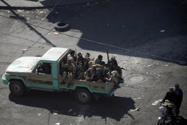 مليشيا الحوثي تنهب مولدات كهربائية ومعدات ثقيلة للأشغال العسكرية بالعاصمة صنعاء