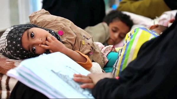 أطباء بريطانيون يتهمون الرياض ولندن وواشنطن بنشر الكوليرا في اليمن