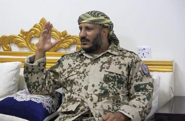 العميد طارق صالح يطمئن على اللواء ابن عزيز ويعزيه في شهداء الهجوم الإرهابي بمأرب