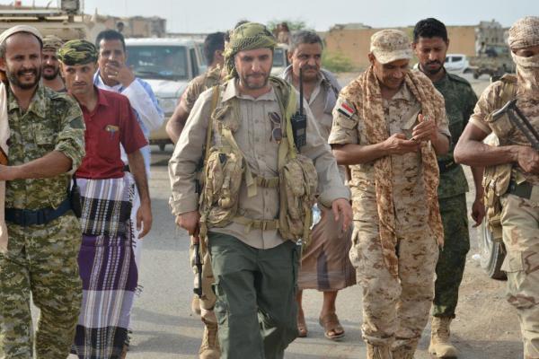 العميد دويد: المليشيات الحوثية تزج بالمغرر بهم لاختراق التهدئة في جبهة الساحل الغربي