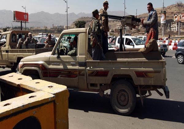مجموعة حوثية يتزعمها البخيتي تقتحم محل صرافة في صنعاء
