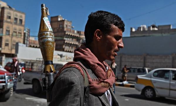 إرباك شديد في حركة السير بصنعاء بعد إغلاق مليشيا الحوثي شوارع رئيسة