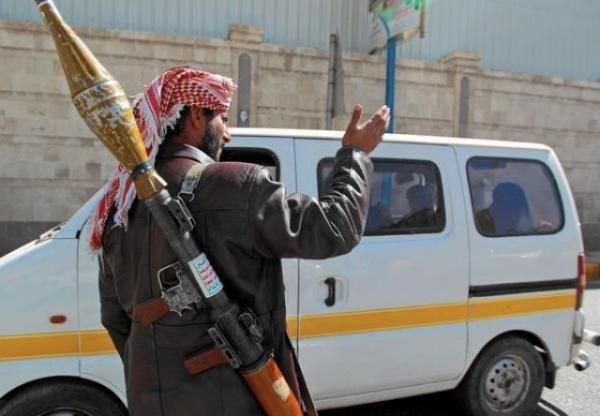 حملة جباية حوثية استهدفت سائقي المركبات في شوارع صنعاء