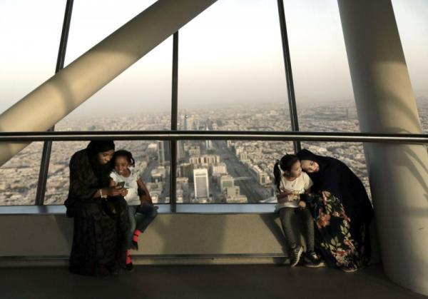 السعودية تدعم مواطنيها بعشرة مليارات دولار خلال 16 شهرا