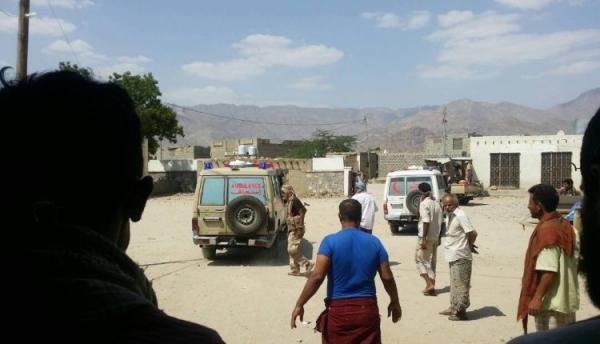 اغتيال مدني وإصابة آخر برصاص مسلحين في أبين
