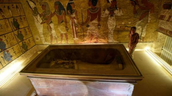 مصر تنفي وجود غرف سرية خلف مقبرة توت عنخ أمون
