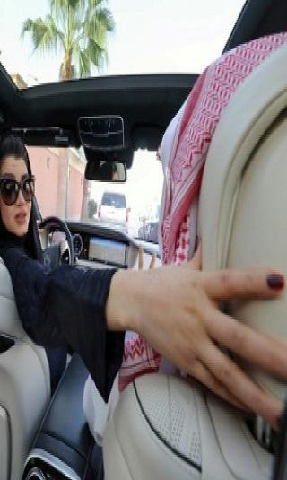السعودية تحدد موعد بدء السماح للنساء بقيادة السيارات