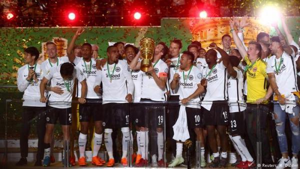 فرانكفورت يسقط بايرن ويتوج بلقب كأس ألمانيا