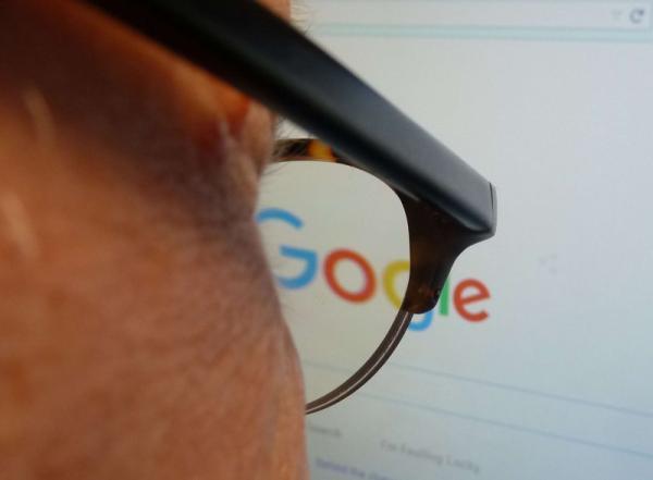 """غوغل تعتمد على الذكاء الاصطناعي """"للتفكير"""" بما هو مهم في الأخبار وما هو أهم"""