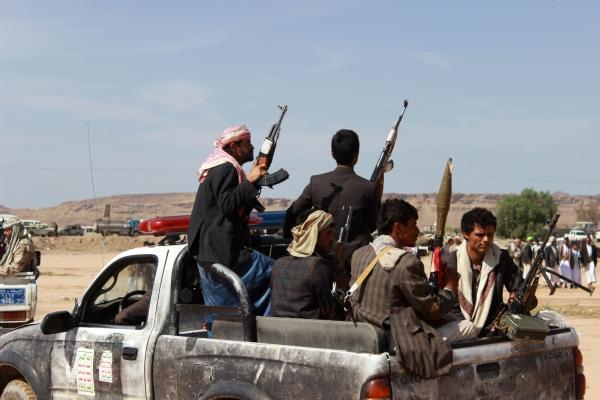 مليشيا الحوثي تداهم منازل المواطنين في عتمة ذمار