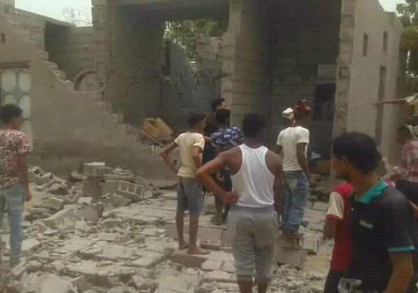 استشهاد 14 مدنياً وإصابة آخرين بقصف مليشيا الحوثي أحياء سكنية في مدينة التحيتا بالحديدة