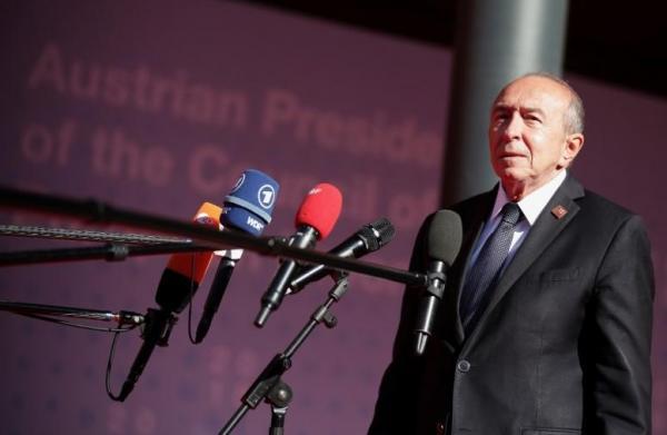 وزير الداخلية الفرنسي يواجه استجوابا في البرلمان بشأن حارس ماكرون