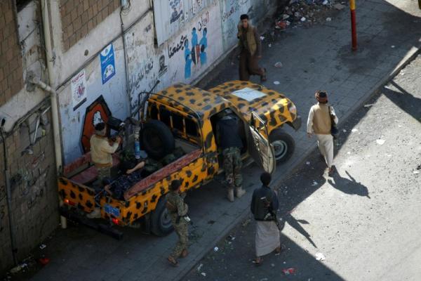 مشرف حوثي يعتدي بالضرب على ممرضة يمنية في مستشفى الثورة بصنعاء