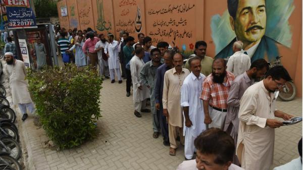 هجوم انتحاري دام بالتزامن مع تصويت الباكستانيين في الانتخابات التشريعية