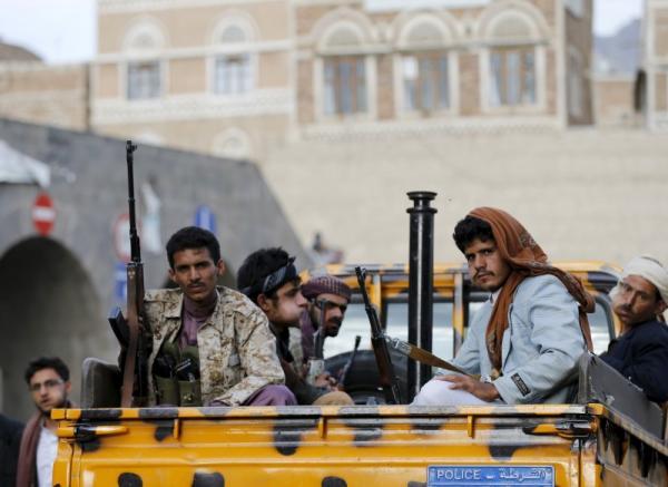 أحد عناصر المليشيا العائد من جبهة &#34حيس&#34 يتهم قيادات الحوثي بصنعاء باعتقال وسجن ابنته أثناء غيابه
