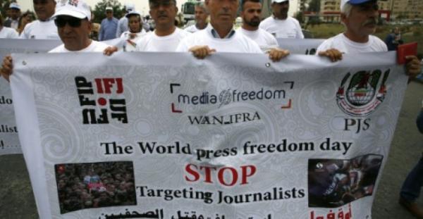 اسرائيل تفرج عن صحافي فلسطيني مقابل امتناعه عن ممارسة عمله لشهرين