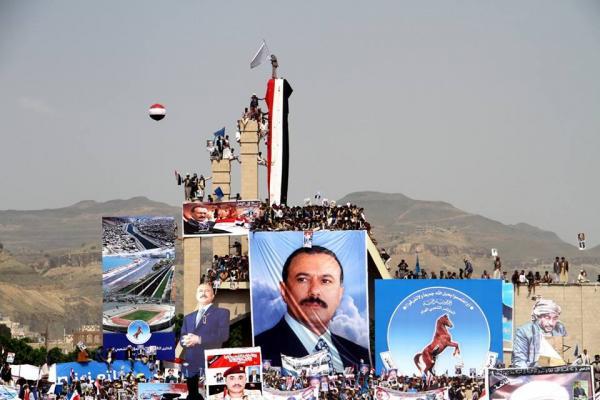 رئيس حزب جزائري يقرأ رسائل صالح من السبعين