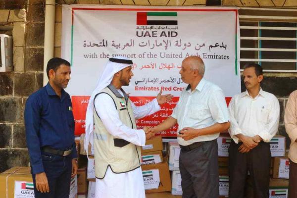 الهلال الإماراتي يسلم مستشفى المخا بتعز سيارتي إسعاف وكميات أدوية جديدة