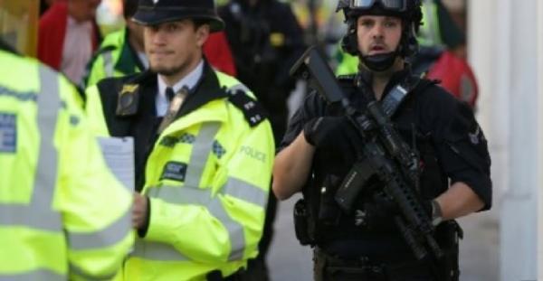 بريطانيا: الشرطة تعتقل شخصا ثانيا وتواصل البحث عن مشتبه بهم في اعتداء مترو لندن