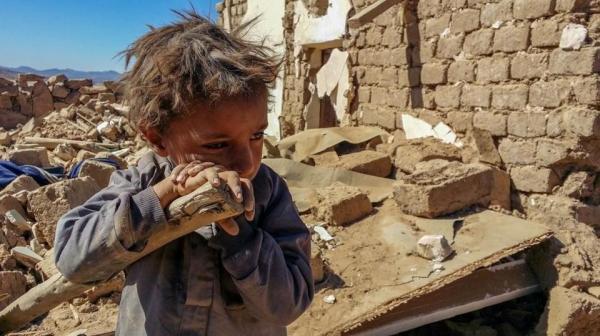 صورة طفل كشفت زيف الحوثي.. ومصورها يروي التفاصيل