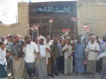 نقابة عمال البلديات بأمانة العاصمة تمهل &#34عباد&#34 أسبوعاً لتنفيذ مطالبها وتهدد بالإضراب الشامل