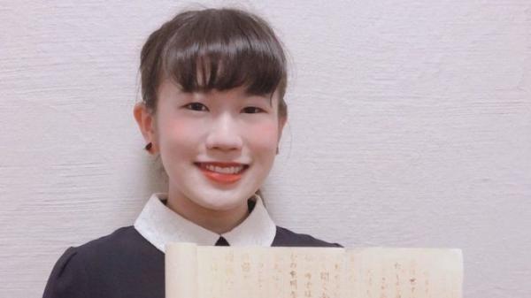 """طالبة """"النينجا"""" اليابانية تحرز الدرجة النهائية لتمكنها من الكتابة بحبر سري"""