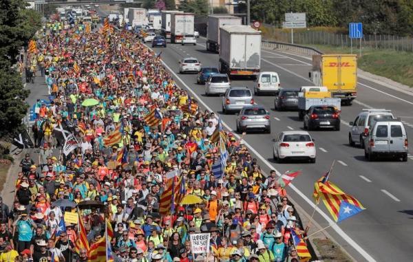 تقرير: إسبانيا قد تعلن موعدا جديدا لمباراة قمة برشلونة وريال