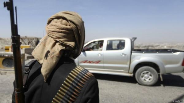 اعتقالات تطال المسافرين إلى مأرب من قِبل نقاط تفتيش حوثية في البيضاء