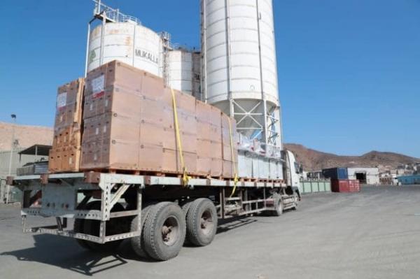 ميناء المكلا يستقبل سفينة إماراتية تحمل مساعدات إنسانية