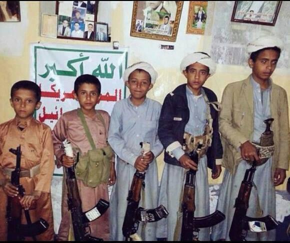نساء &#34عنس&#34 يعتصمن أمام الاستاد الرياضي بذمار ويطالبن الحوثيين إعادة أطفالهن وعدم نقلهم للجبهات