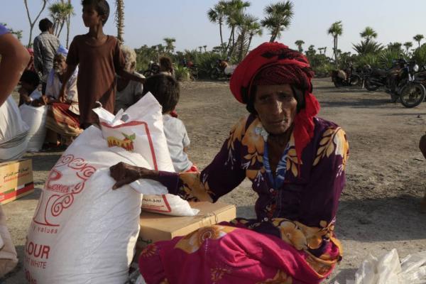 مساعدات غذائية إماراتية شملت 3600 أسرة نازحة في الحديدة خلال نوفمبر