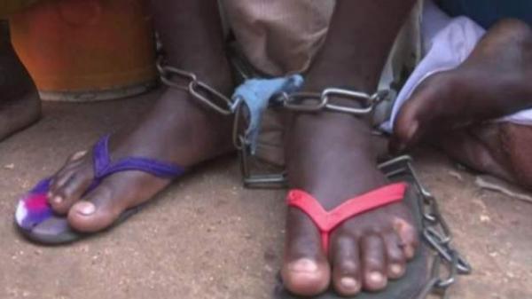 السجن لمدير مدرسة قرآنية قيد أقدام التلاميذ بالسلاسل الحديدية