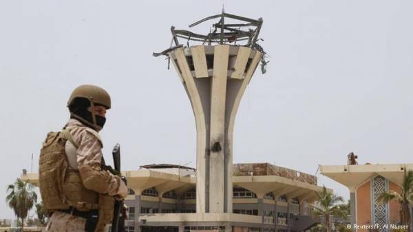 حصاد أربعة اشهر حرب: حقائب أموال سعودية في مطار مدمر بعدن
