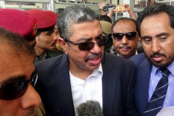 زيارة بحاح إلى مطار عدن: &#34بينكم جواسيس&#34