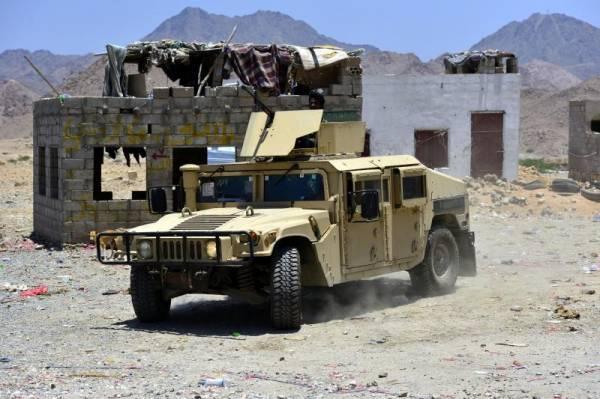 جندي يقتل ضابطين يمنيين