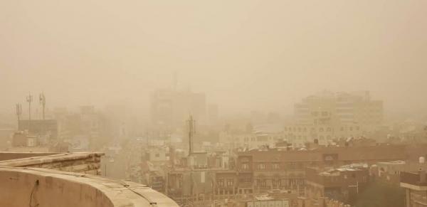 مركز الأرصاد يحذّر من موجه غبار في عديد محافظات يمنية