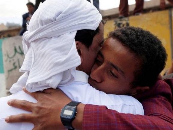 فريق الخبراء البارزين يحث جميع أطراف النزاع في اليمن على الإفراج الفوري عن جميع المحتجزين والسجناء